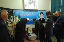 ادای احترام به مقام شامخ شهید آیت الله مدنی در همدان