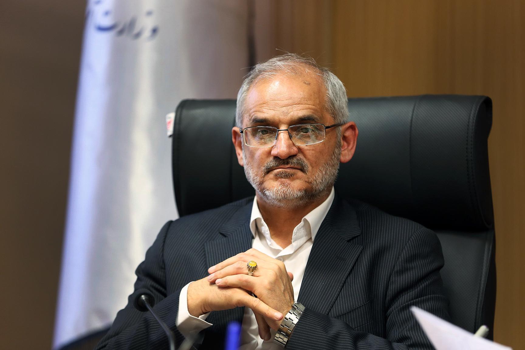 موضع وزیر آموزش و پرورش نسبت به ورود فرقههای مختلف در مدارس