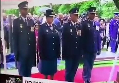سوتی خنده دار افسران ارشد پلیس آفریقای جنوبی در مراسم خاکسپاری + فیلم
