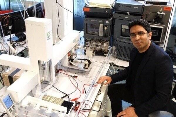 محقق ایرانی تراشه پژوهشی بیماری ابولا ساخت