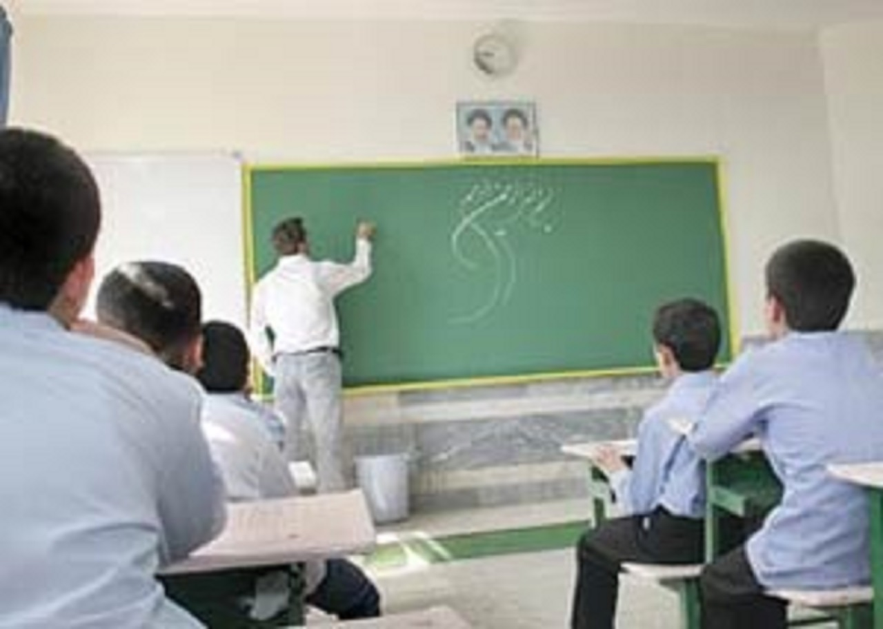 کلاس درس معلم دلسوز در طبیعت آذربایجان